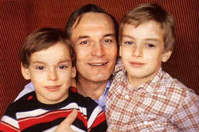 Василий Лановой с сыновьями Сережей и Сашей.