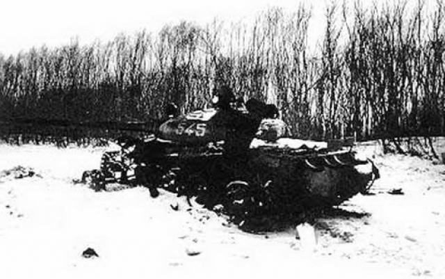 Достигнув БТР № 04 погибшего Стрельникова и пересев в него, группа Бубенина двинулась вдоль позиций китайцев и уничтожила их командный пункт, однако БТР был подбит при попытке забрать раненых.
