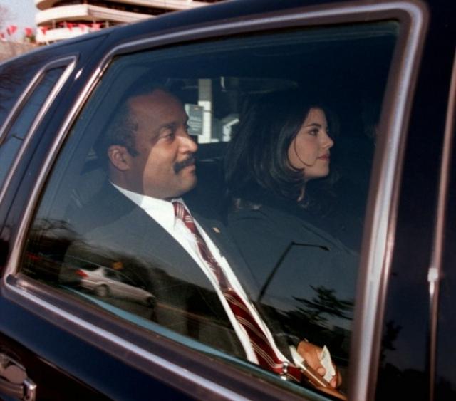Клинтона и Левински ожидали месяцы позора и унизительные допросы, на которых им приходилось рассказывать все подробности интимной связи.