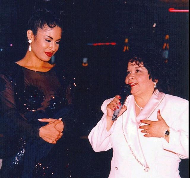 Женщина по имени Иоланда Салдивар являлась президентом ее обширного фан-клуба, а также руководила бутиком одежды с символикой Селены. Окружение Селены стало замечать, что с возрастом женщина становится полностью поглощенной певицей.