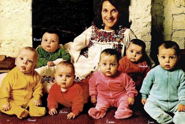 В 1974 году 25-летняя жительница Кейптауна Сью Розенковиц родила сразу шестерых детей, причем все они выжили.