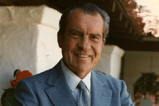 37-й президент США Ричард Никсон отказывался пользоваться паровым отоплением и всегда обогревал свой кабинет с помощью камина.