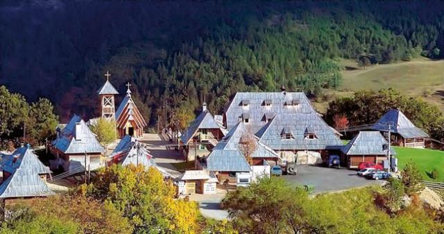 Сербский режиссер Эмир Кустурица построил собственную деревню Дрвенград.