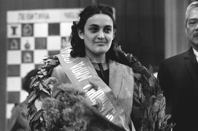 Оставалась чемпионкой мира до 1991 года, проиграв тогда матч китаянке Се Цзюнь. Девятикратная победительница шахматных Олимпиад – пять раз в составе сборной СССР, четыре раза – в составе сборной Грузии.