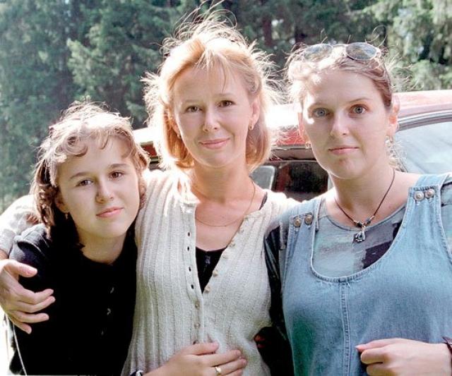 Зоя Кайдановская. Дочка актеров Евгении Симоновой и Александра Кайдановского в 1999 году окончила актерский факультет РАТИ-ГИТИС.
