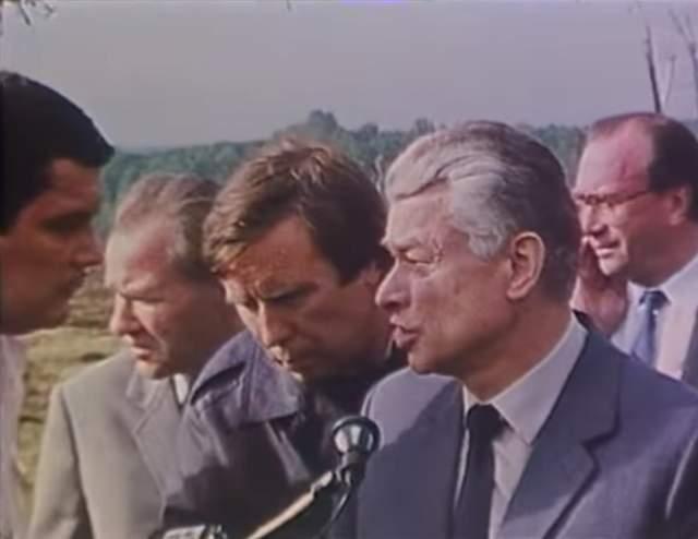 Сразу после взрыва Совет министров СССР создал правительственную комиссию по расследованию причин катастрофы, ее возглавил Геннадий Ведерников. Он был и в Чернобыле, и в Арзамасе, и в Каменск-Шахтинске, где в 1987 году в железнодорожной катастрофе погибли 106 человек.