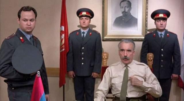 В ответ на наше гостеприимство Алан Метре снял едва ли не самую слабую часть сериала - ни юмора, ни трюков, ни фирменных перестрелок с погонями. Разве что Кристофер Ли в генеральском мундире начальника милиции Александра Ракова.