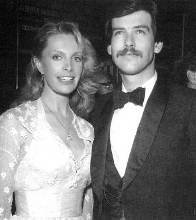 """Пирс Броснан. В 1978 году 25-летний Пирс влюбился с первого взгляда в австралийскую актрису Кассандру Харрис, которая сыграла одну из девушек Бонда в фильме """"Только для твоих глаз""""."""
