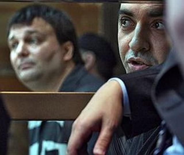 Подозреваемыми в убийстве оказались граждане России Александр Захаров и Мартин Бабакехян. Они были арестованы 7 июля 2006 года на испанском курорте Марбелья.