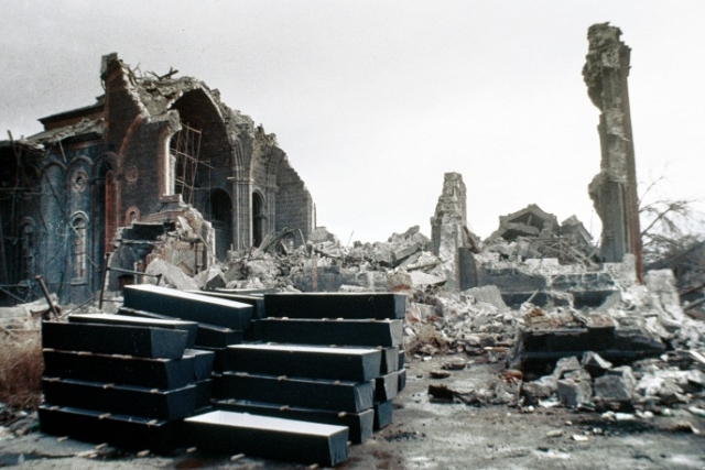 В Ленинакане последняя спасенная живая была найдена 15 декабря. В Спитаке нашли живого 16.