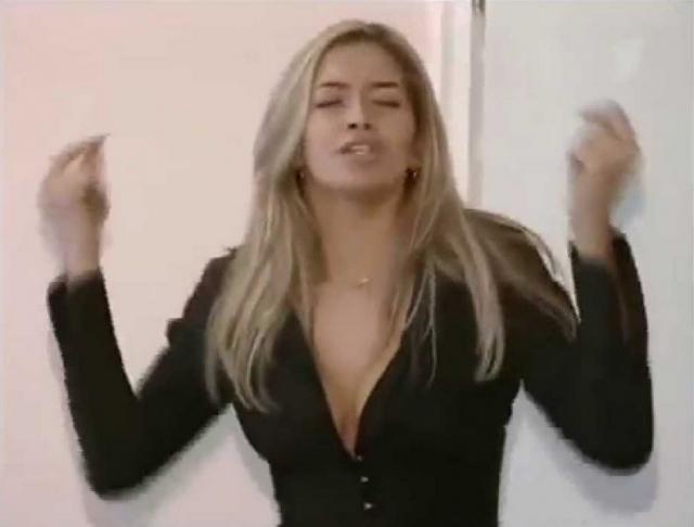 В 2002 году ее пригласили на кастинг в группу. Веру предполагалось поставить на место Алены Винницкой, которая к тому времени покинула группу.