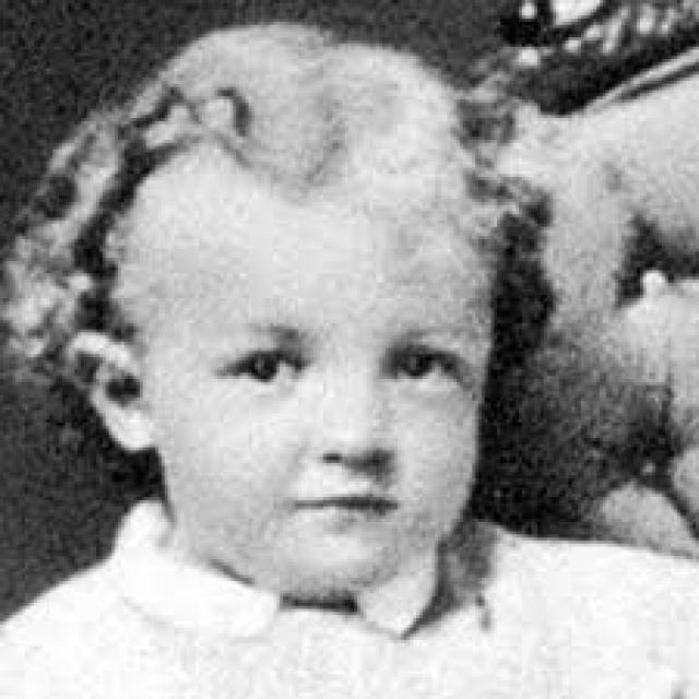 Некрещеный Ленин ненавидел церковь. Как всех детей Ульяновых, Ильича в детстве крестили. По воскресеньям семья ходила в Троицкий собор, где Володя усердно молился.