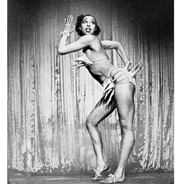 Кстати, тогда же стали появляться сценические варианты данного атрибута, смелости которых могла бы позавидовать сама Мадонна.
