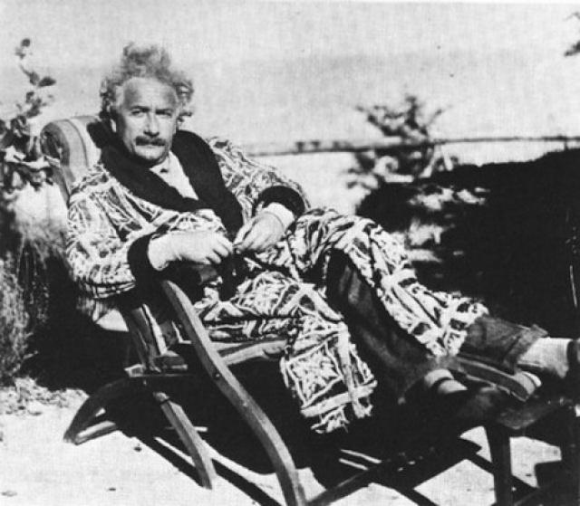 В 1952-ом году, когда умер первый президент Израиля Хаим Вейцман, премьер-министр страны предложил Эйнштейну возглавить государство. Однако тот отказался от почетной должности, выразив сожаление по поводу отсутствия необходимых личных качеств для большой политики.