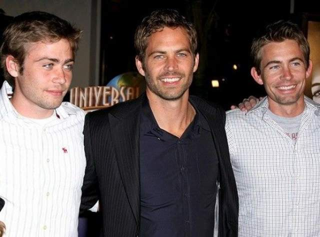 """Пол Уокер погиб в автокатастрофе в 2013 году. Фильм """"Форсаж-7"""", в котором он в тот момент снимался, остался незаконченным. И тогда создатели заменили Пола его братом Коди."""