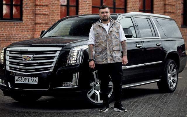 """До 2018 года у Василия Вакуленко был Cadillac за 5 млн рублей. Да и вообще в автопарке рэпера нет недорогих, малолитражных или других """"обычных"""" транспортных средств."""
