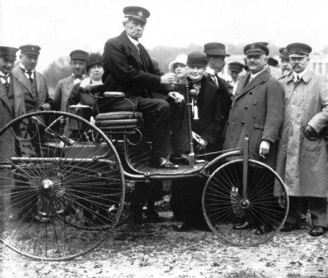 В 1888 году третья итерация транспортного средства пропутешествовала из Мангейма в Пфорцгейм и обратно, доказав свою пригодность для повседневного использования. Путешествие проходило в полной секретности от изобретателя.