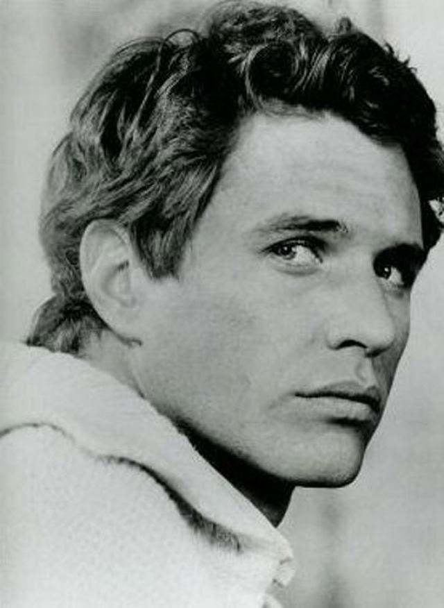 """В 1986 году на экраны вышла драма """"Взвод"""" Оливера Стоуна, принесшая Беренджеру премию """"Золотой глобус"""" и номинацию на """"Оскар"""". Именно эта роль и стала самой звездной в его карьере."""