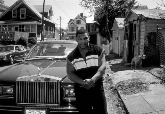 Уже начиная с 1987 года он начал пренебрегать тренировками, а потом и вовсе разогнал свою команду, состоявшую из менеджеров и тренеров, работавших с ним со времен Каса Д'Амато и перешел под патронаж скандально известного промоутера Дона Кинга.