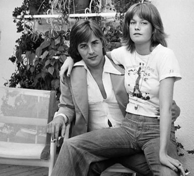 Говорят, у Джонсона был огромный опыт общения с женщинами: как писали СМИ, сексуальную жизнь актер начал в 12 лет - со своей учительницы по математике.