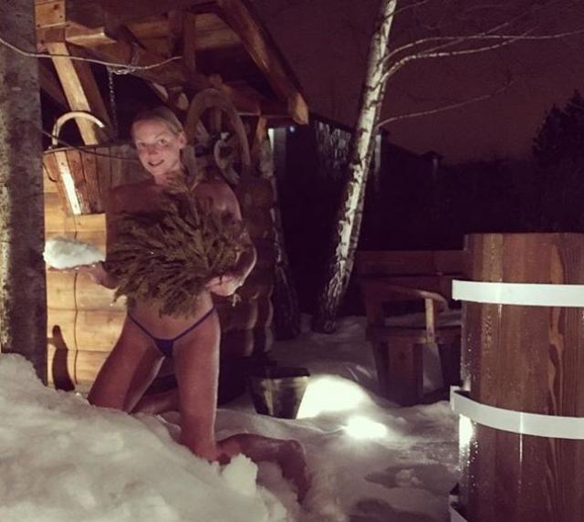 Анастасия Волочкова регулярно становится участницей скандальных хроник из-за откровенных фото.