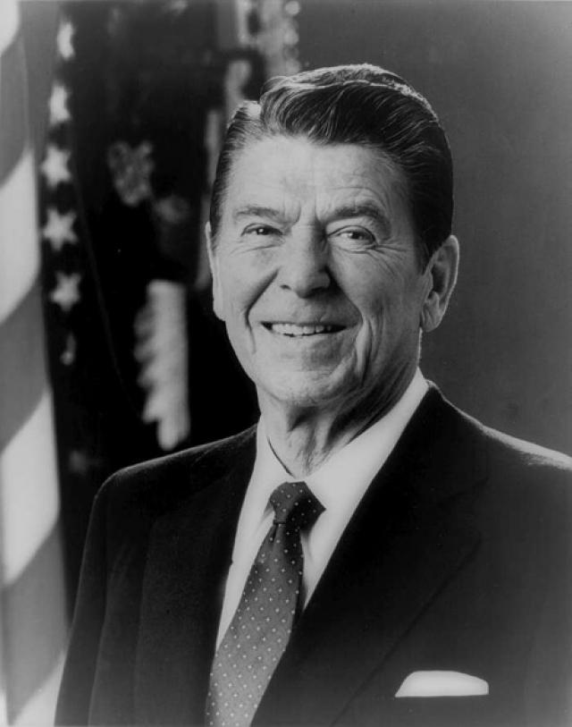 """И тогда он написал письмо президенту США Рональду Рейгану, которое назвал """"Как артист артисту"""", и передал через забор в Американское Посольство."""