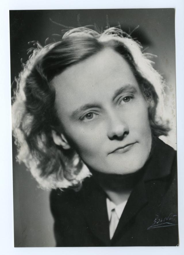 """Астрид Линдгрен (1907-2002). Шведская писательница - автор ряда всемирно известных книг для детей, в том числе """"Малыш и Карлсон, который живет на крыше"""" и историй про Пеппи Длинныйчулок."""