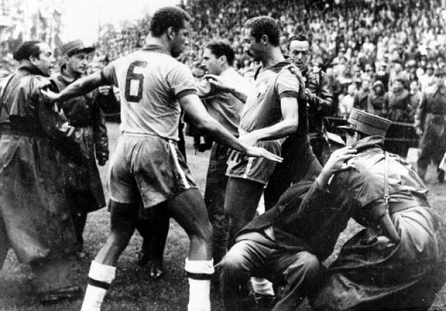 После игры под трибунами произошла массовая драка с участием футболистов и тренеров обеих команд. Впрочем, по тем временам, подобное не считалось чем-то уж странным.
