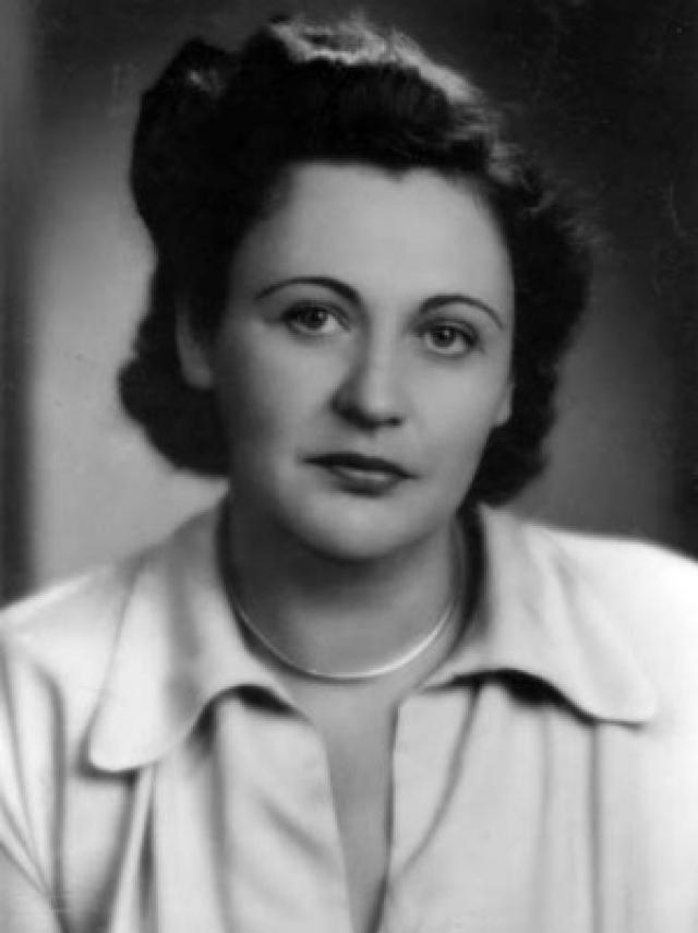 Нэнси Уэйк родилась в 1912 году в Веллингтоне (Новая Зеландия). Позже, получив наследство, она отправилась в поисках лучшей жизни в Америку и Европу.