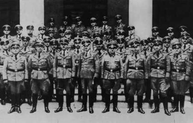 Аргентина стала для бывших гитлеровцев просто идеальным местом укрытия: почти всю войну, вплоть до 27 марта 1945 года, Аргентина сохраняла нейтралитет, при этом на ее территории были филиалы германских оружейных концернов I.G. Farben, Staudt und Co., Siemens Schuckert, а в здании немецкого посольства в Буэнос-Айросе были отделения двух банков Третьего Рейха.