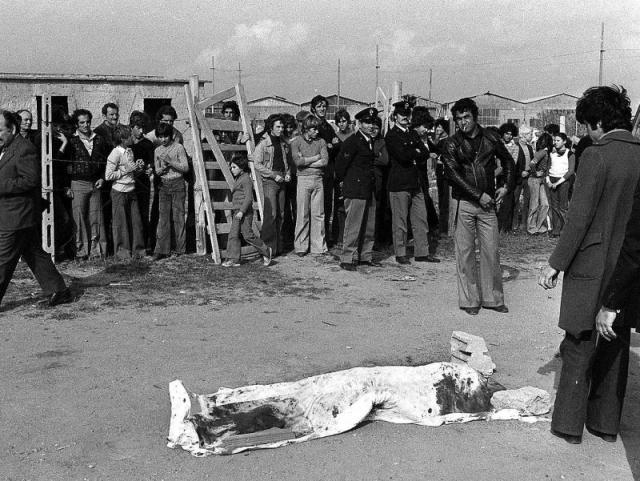 """Друзья Пазолини не раз признавались, что в процессе подготовки фильма """"Сало, или 120 дней Содома"""" Пьер получал многочисленные угрозы от фашистов. Сама картина имела длинную скандальную историю, однако убийство режиссера так и не связали с ее выходом и волной протеста."""