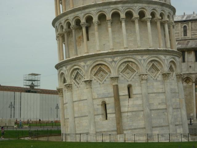 Громкой историей стала кража проекта по спасению Пизанской башни у барнаульского инженера. Евгений Страздин утверждает, что итальянские архитекторы воспользовались его студенческими набросками, поданными на участие в конкурсе на лучший проект по спасению архитектурного памятника.
