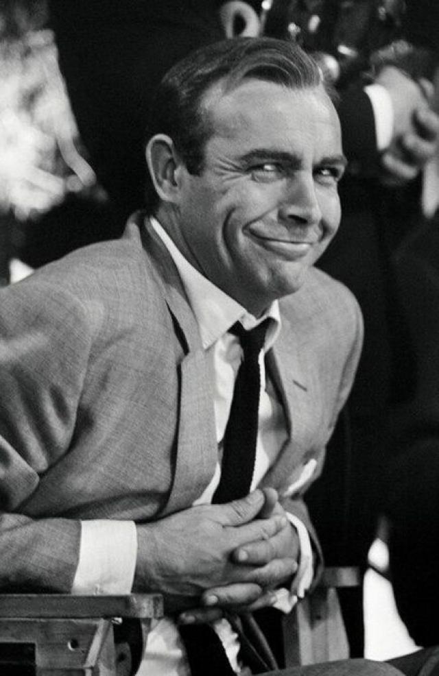 """Он исполнил роль Бонда в семи фильмах. Но были и другие роли Коннери : """"Соломенная женщина"""", """"Молли Магуайерс"""", """"Робин и Мэриан"""", """"Чужбина"""", """"Горец"""" и """"Охота за """"Красным октябрем""""""""."""