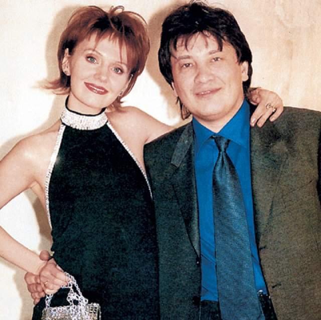 Валерия. Российская певица Валерия почти десять лет терпела издевательства бывшего мужа Александра Шульгина. И он не только бил женщину и мать его детей, но и бросался на нее с ножом.