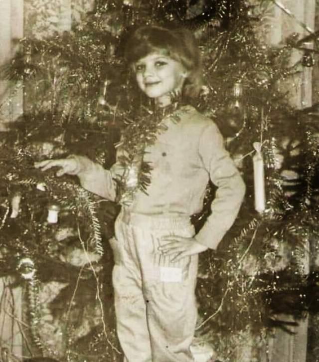 Анастасия Задорожная без костюма, зато в мишуре.