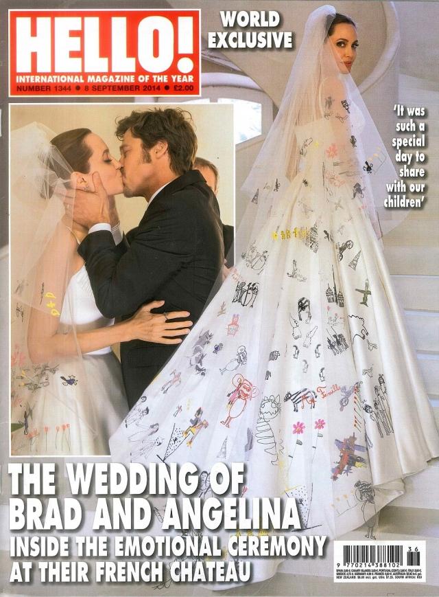 А на самой церемонии такая же судьба постигла и само платье.