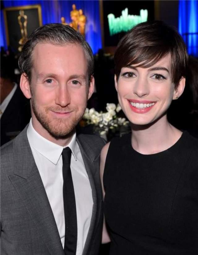 Союз с дизайнером оказался прочным - в сентябре 2012 года пара поженилась в провинциальном городке в Калифорнии.