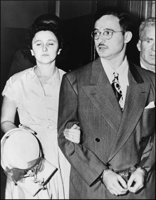 Джулиус и Этель Розенберги добровольно присоединились к этому заговору.