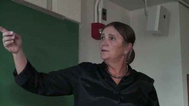 Поменяла пол с мужского на женский в 52 года. Одним из предметов изучения Джоан является гомосексуальное поведение животных.