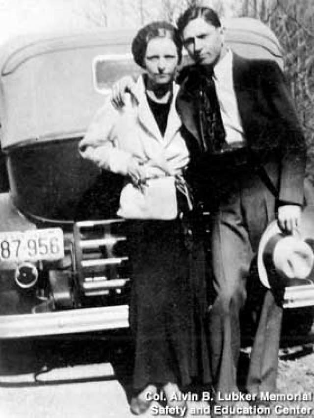 Бонни и Клайд. Это пара известных американских грабителей, действовавших во времена Великой депрессии - 30-е годы 20 века. Пожалуй, это один из самых известных дуэтов преступного мира, совершивших ряд величайших преступлений.