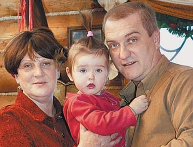 Александр Балуев. В начале 90-х у актера начались романтические отношения с гражданкой Польши, журналисткой Марией Урбановской, через 10 лет пара оформила отношения, тогда же родилась их дочь Мария-Анна.