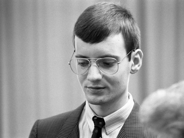 Руст приземлился на Большом Москворецком мосту, накатом доехал до Собора Василия Блаженного, в 19:10 вышел из самолета и стал раздавать автографы. Через 10 минут его арестовали.
