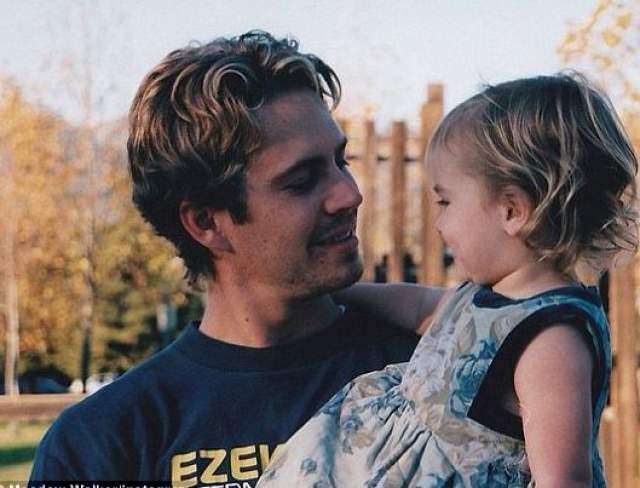 Пол Уокер. Единственный ребенок актера - дочь Мидоу Рэйн, которая до 13 лет прожила с матерью на Гавайях и переехала жить к отцу в 2011 году. Увы, через два года Пол скончался в страшной аварии .