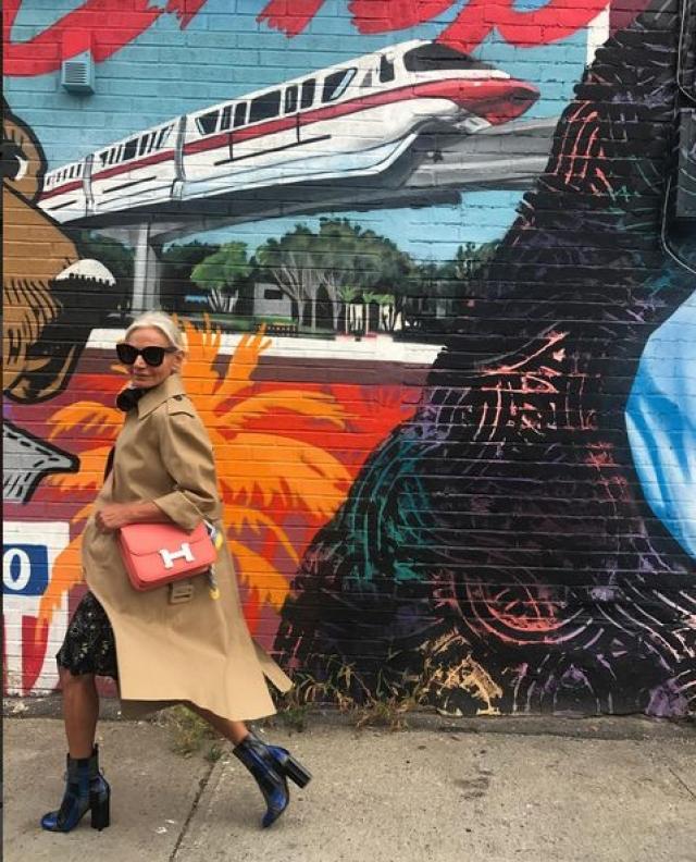 Она ведет фешн-блог, путешествует и вдохновляет десять тысяч своих подписчиков на смелые эксперименты.