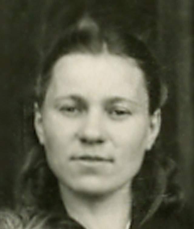 Однажды Богданову вместе с ее напарником, 12-летним Ваней Звонцовым, схватили фашисты и расстреляли. Но за доли секунды до выстрела Надя упала в ров с трупами, из-за чего пули ее не задели. Ваня погиб, а девочка вылезла из ямы и укрылась в лесах, где ее нашли союзники.