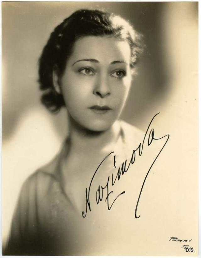 Алла Назимова. В 1905 году Назимова вместе со своей театральной труппой оказалась с гастролями на Бродвее, и ей так понравилась жизнь в Америке, что после окончания гастролей она наотрез отказалась уезжать.