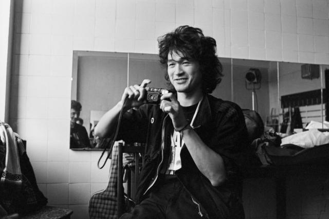 Летом 1986 года Цой устроился на работу в баню. От него требовалось мыть помещения из брандсбойта. На работу выделялся всего час в день – с 22 до 23.
