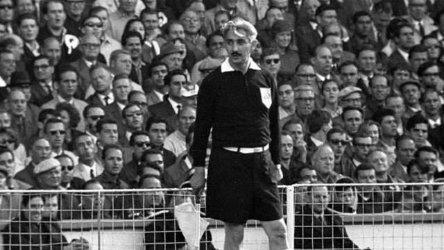 Тофик Бахрамов. Советский судья прославился на ЧМ-1966. В финальном матче мундиаля между Англией и Германией Джордж Херст пробил по воротам, мяч ударился в перекладину, а затем в землю. Бахрамов уверенно показал на центр, показав, что засчитывает гол.