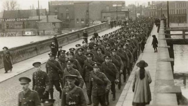 Исчезновение Норфолкского полка Трое солдат заявили, что стали свидетелями странного исчезновения целого взвода в 1915 году.