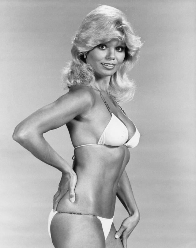 Актриса была настоящим секс-символом своего времени, при этом еще в юности она была вынуждена уменьшить грудь: в 14 лет у нее был размер 37D